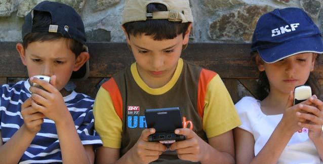 Aplikasi Parenting Membatasi Waktu Main Gadget Anak